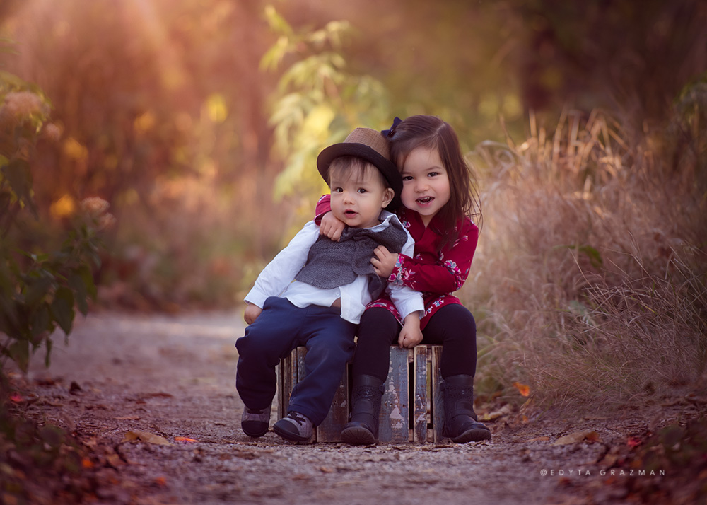 edyta is a family and childrens portrait photographer serving chicago and surrounding areas she specializes in creating custom wall galleries for her